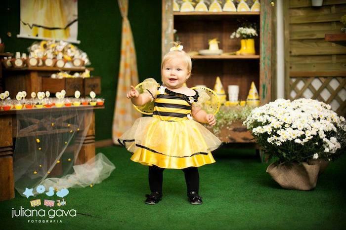 Bee Themed 1st Birthday Party Via Karas Ideas KarasPartyIdeas Firstbirthday Beeparty