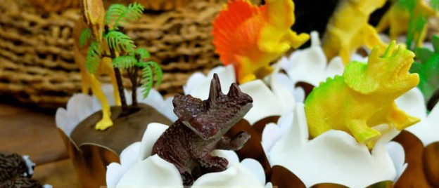 Dinosaur themed birthday party with Lots of Fabulous Ideas via Kara's Party Ideas KarasPartyIdeas.com Favors, printables, cakes, recipes, and more! #dinosaurs #dinosaurparty #dinooarty #partyideas #partydecor (2)