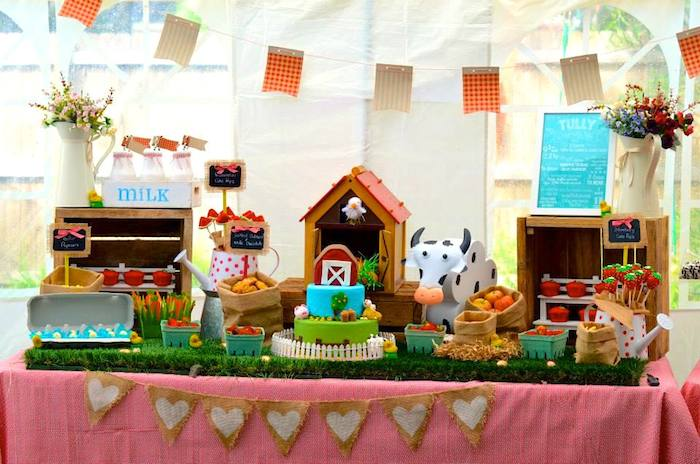 Kara 39 s party ideas farm barnyard themed birthday party for Animals decoration games