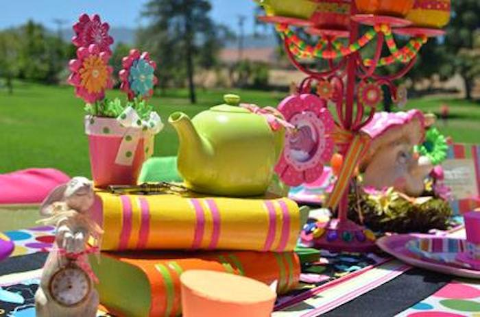 Kara 39 s party ideas alice in wonderland mad hatter themed - Mad hatter tea party decoration ideas ...