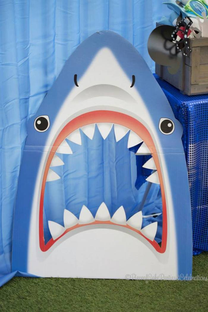 Kara 39 s party ideas shark themed birthday party via kara 39 s for Requin decoration