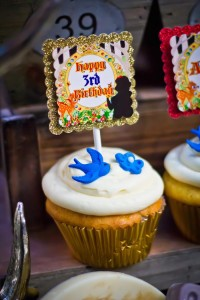 Snow White themed birthday party via Kara's Party Ideas KarasPartyIdeas.com Cake, cupcakes, invitation, supplies, games, and more! #snowwhite #snowwhiteparty #karaspartyideas (21)