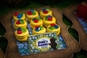 Snow White themed birthday party via Kara's Party Ideas KarasPartyIdeas.com Cake, cupcakes, invitation, supplies, games, and more! #snowwhite #snowwhiteparty #karaspartyideas (13)