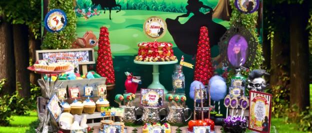 Snow White themed birthday party via Kara's Party Ideas KarasPartyIdeas.com Cake, cupcakes, invitation, supplies, games, and more! #snowwhite #snowwhiteparty #karaspartyideas (2)