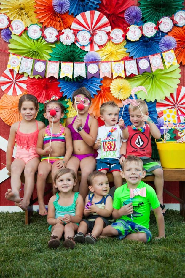 Carnival birthday party via Kara's Party Ideas KarasPartyIdeas.com The place for all things party! #carnival #circus #carnivalparty #circusparty #carnivalfood (5)