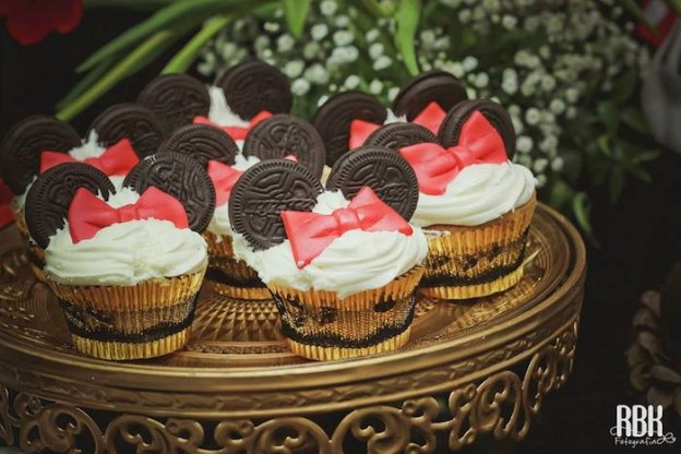 Elegant Minnie Mouse birthday party via Kara's Party Ideas KarasPartyIdeas.com Cake, decor, supplies, favors, food, and more! #minniemouse #minnie #minniemouseparty #mickeymouseparty #elegantminniemouse (25)