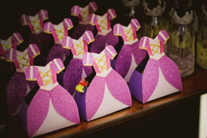 Party Ideas Tangled + Rapunzel themed birthday party via Karas Party ...
