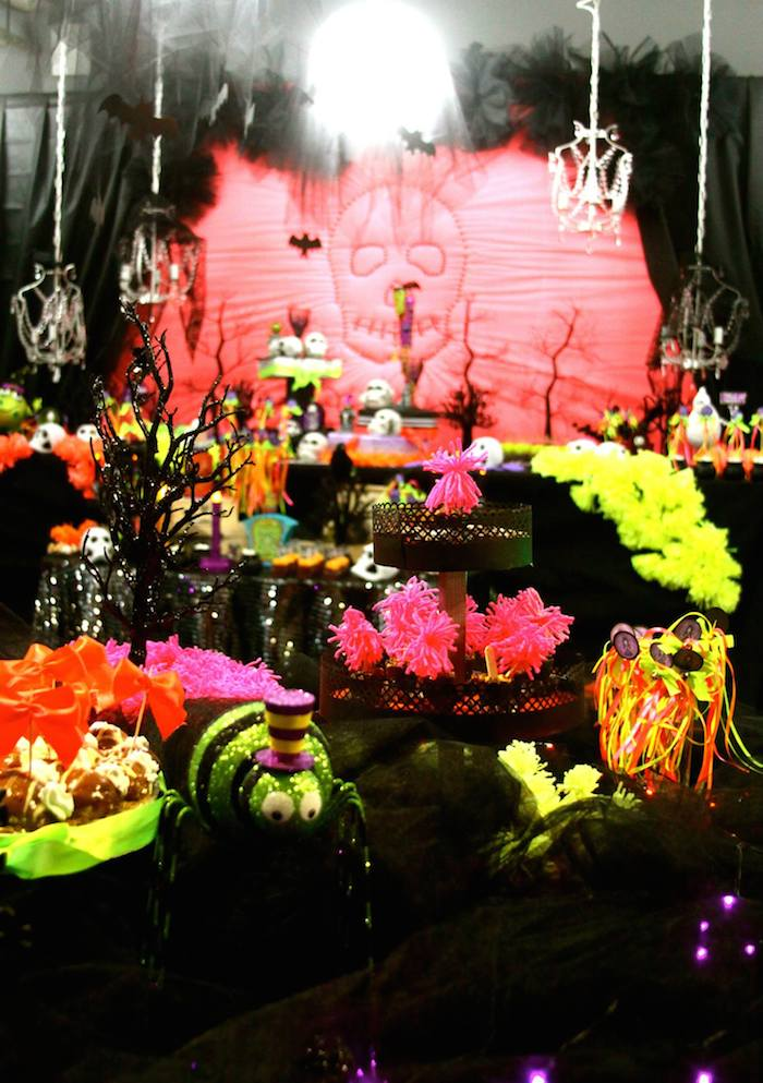 day of the dead halloween party via karaspartyideascom halloween dayofthedead diadelosmuertos - Day Of The Dead Halloween Decorations