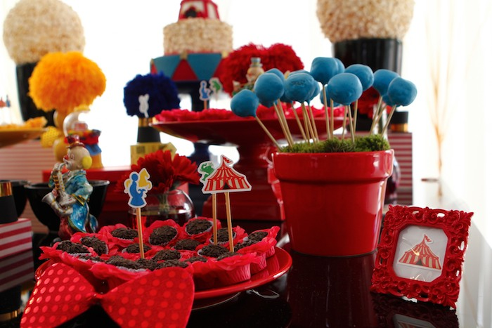 Greatest Showman Inspired Circus themed birthday party via Kara's Party Ideas KarasPartyIdeas.com Cake, supplies, printables, food, and more! #circus #circusparty #circuspartyideas (6)