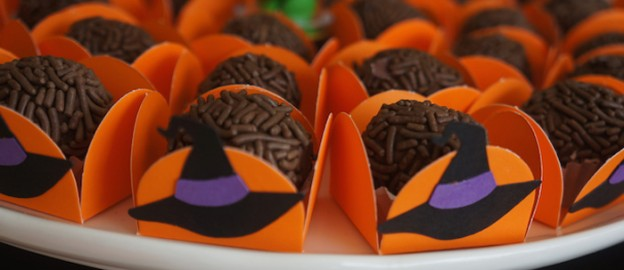 Halloween Party via Kara's Party Ideas KarasPartyIdeas.com Cake, decor, supplies, desserts, food, and more! #halloween #halloweenparty #halloweenpartyideas (2)