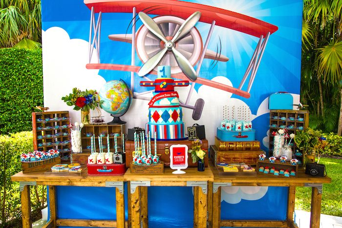 Kara 39 s party ideas travel airplane themed birthday party for Airplane party decoration ideas