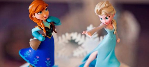 Disney's Frozen 3rd birthday party via Kara's Party Ideas KarasPartyIdeas #frozen #frozenparty #disneysfrozen #frozenpartyactivities #doyouwannabuildasnowman (1)