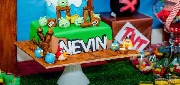 Angry Birds themed birthday party via Kara's Party Ideas KarasPartyIdeas.com The Place for All Things Party #angrybirds #angrybirdsparty #angrybirdspartyideas #angrybirdspartysupplies (2)