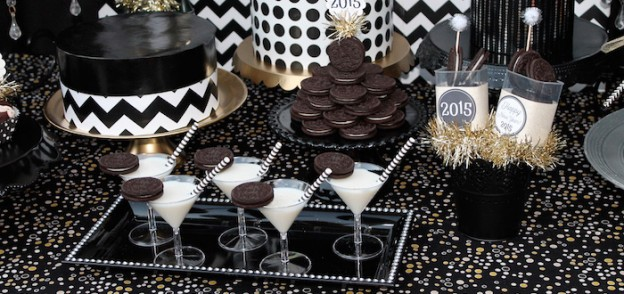 Black & White New Year's Eve Party via Kara's Party Ideas KarasPartyIdeas.com The Place For ALL THINGS PARTY! #newyears #newyearseve #newyearseveparty #blackandwhite #partyplanning #eventstyling #partystyling (1)
