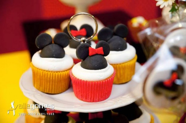 Mickey + Minnie Mouse themed birthday party via Kara's Party Ideas KarasPartyIdeas.com Party supplies, recipes, tutorials, favors, food, banners, and more! #MickeyMouse #MinnieMouse #mickeymouseparty #minniemouseparty #mickeymousepartysupplies #mickeymousepartyideas #partydesign #partyplanning (12)