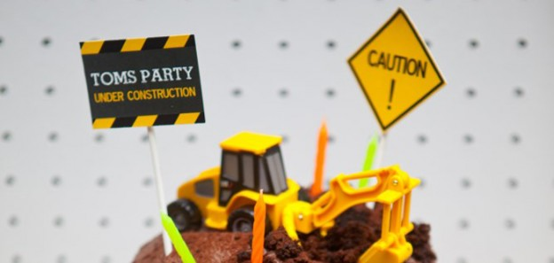 Come Dig With Me Construction Themed Birthday Party via Kara's Party Ideas KarasPartyIdeas.com Cake, decor, banners, desserts, food and more! #construction #constrcutionparty #constructionpartyideas #boypartyideas (1)