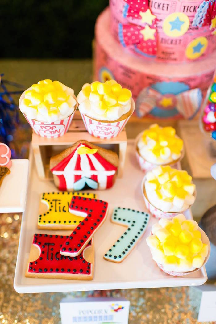 Greatest Showman Inspired Circus + Carnival Birthday Party via Kara's Party Ideas KarasPartyIdeas.com Party supplies, cake, tutorials, giveaways, food and more! #circus #circusparty #carnival #carnivalparty #circuscake #circuspartysupplies #genderneutral #genderneutralparty #karaspartyideas (16)