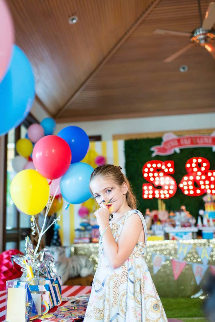 Greatest Showman Inspired Circus + Carnival Birthday Party via Kara's Party Ideas KarasPartyIdeas.com Party supplies, cake, tutorials, giveaways, food and more! #circus #circusparty #carnival #carnivalparty #circuscake #circuspartysupplies #genderneutral #genderneutralparty #karaspartyideas (11)