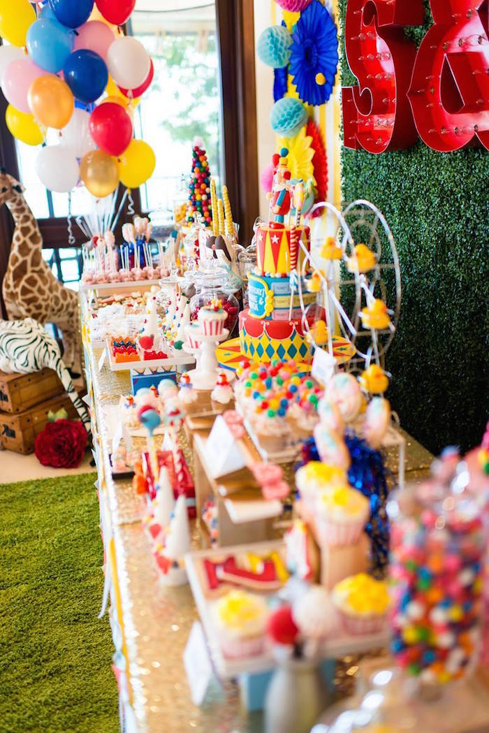 Greatest Showman Inspired Circus + Carnival Birthday Party via Kara's Party Ideas KarasPartyIdeas.com Party supplies, cake, tutorials, giveaways, food and more! #circus #circusparty #carnival #carnivalparty #circuscake #circuspartysupplies #genderneutral #genderneutralparty #karaspartyideas (10)