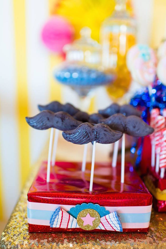 Greatest Showman Inspired Circus + Carnival Birthday Party via Kara's Party Ideas KarasPartyIdeas.com Party supplies, cake, tutorials, giveaways, food and more! #circus #circusparty #carnival #carnivalparty #circuscake #circuspartysupplies #genderneutral #genderneutralparty #karaspartyideas (4)