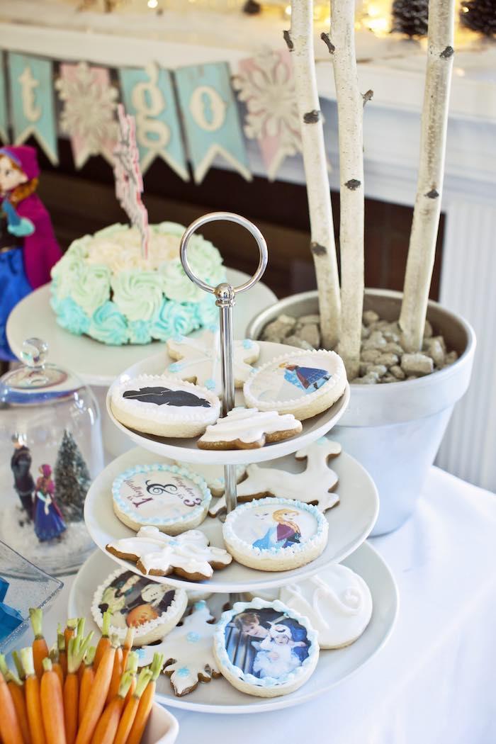 Frozen Birthday Party via Kara's Party Ideas KarasPartyIdeas.com Party supplies, cake, tutorials, printables, giveaways and more! #frozen #frozenparty #winterwonderlandparty #frozenpartyideas #karaspartyideas #partyplanning #partydesign (18)