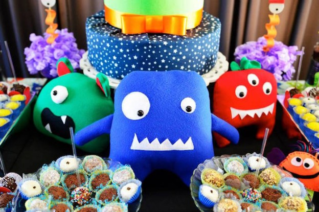 Monsters + Aliens Themed Birthday Party via Kara's Party Ideas KarasPartyIdeas.com #monstersandaliens #monsterparty #alienparty #partyplanning # (4)