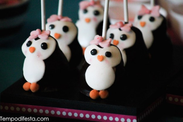 Penguin Themed Birthday Party via Kara's Party Ideas KarasPartyIdeas.com #penguinparty #penguincake #winterpartyideas #penguincakepops #penguinpartyideas (36)