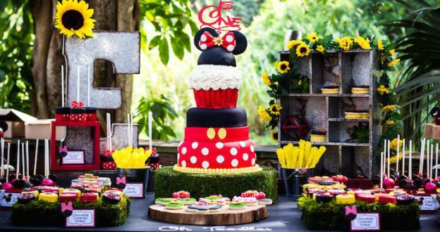 Mickey + Minnie Mouse Sunshine Soiree via Kara's Party Ideas KarasPartyIdeas.com The Place for ALL Things Party! #mickeyandminniemousesunshinesoiree (1)