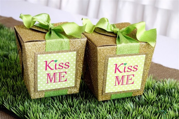 """Kiss Me"" St. Patrick's Day Party on KarasPartyIdeas.com #StPatricksDay #KissMe #PartyIdeas #Irish #PinkAndGreen #PartyDecor (10)"