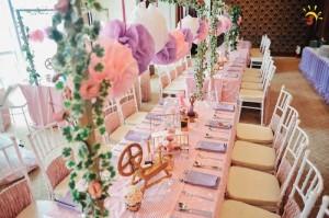 Kara 39 s party ideas sleeping beauty birthday party via kara for Sleeping beauty wedding table