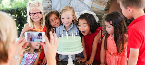 How to take a video at a childs birthday party with RealTimes! Via Kara's Party Ideas | KarasPartyIdeas.com #EviteParty #MyRealTimes