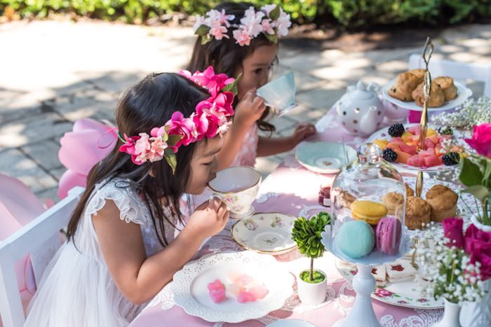 High Tea Table Setting Ideas & Black And White Tea Party Table ...