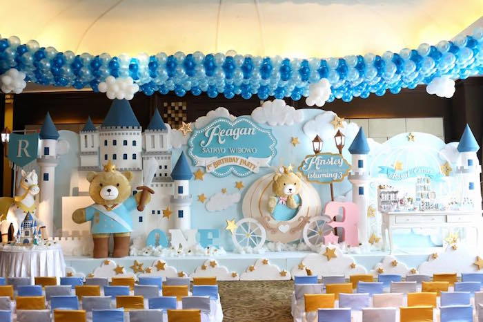 Kara 39 s party ideas stage backdrop from a royal teddy for 1st birthday stage decoration