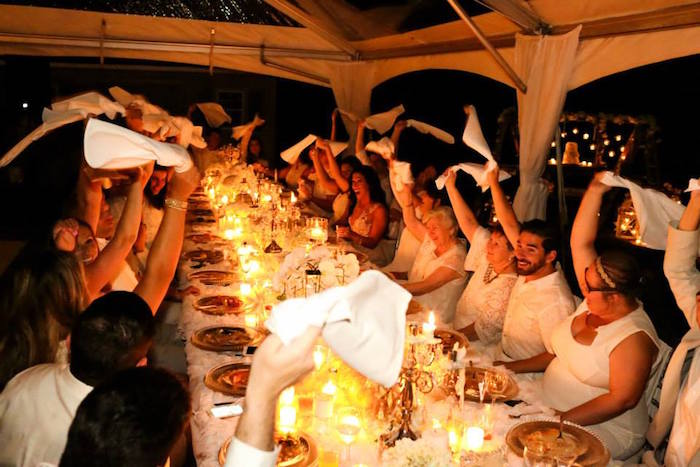 Image Gallery Outdoor Dinner Party Cheers