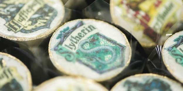 Slytherin Sweet Topper from a Harry Potter Birthday Party via Kara's Party Ideas | KarasPartyIdeas.com (2)