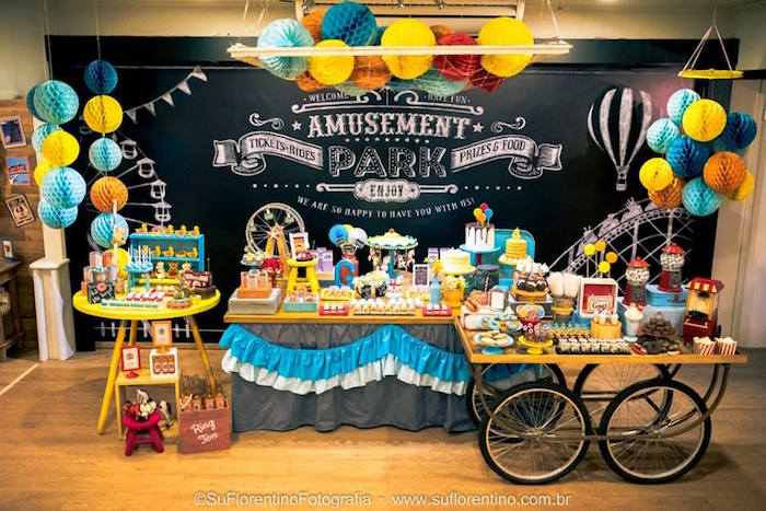 Kara 39 s party ideas main display from a vintage carnival for Amusement park decoration ideas