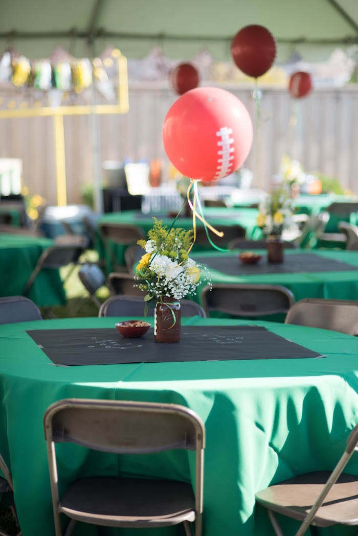 Kara 39 s party ideas 4th 40th combined football birthday party for 13 ka table