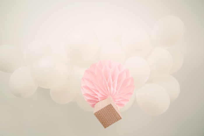 Kara 39 s party ideas balloon cloud bunch hot air balloon for Balloon cloud decoration
