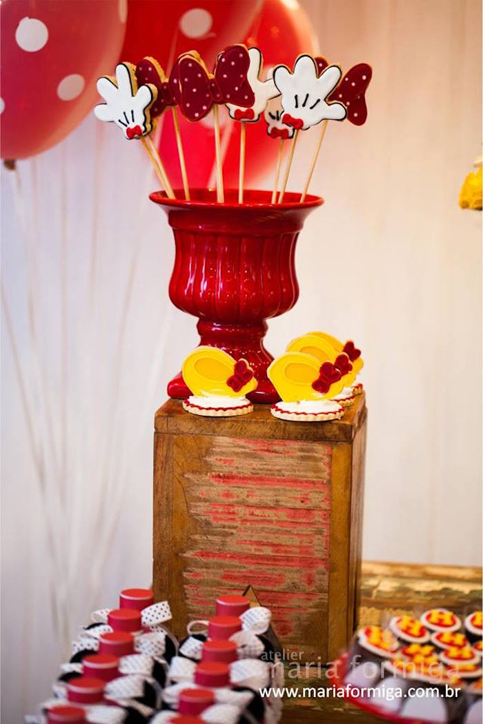 Sweets + Decor from a Minnie Mouse Birthday Party via Kara's Party Ideas | KarasPartyIdeas.com (16)