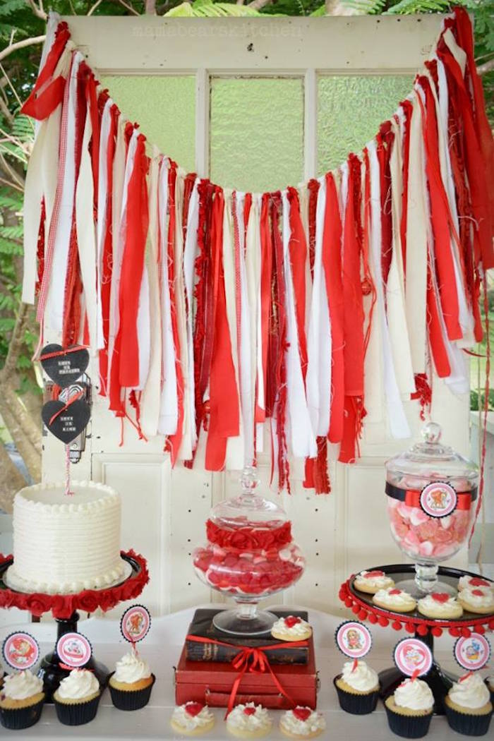 Karas Party Ideas Sweet Table From A Vintage Valentines
