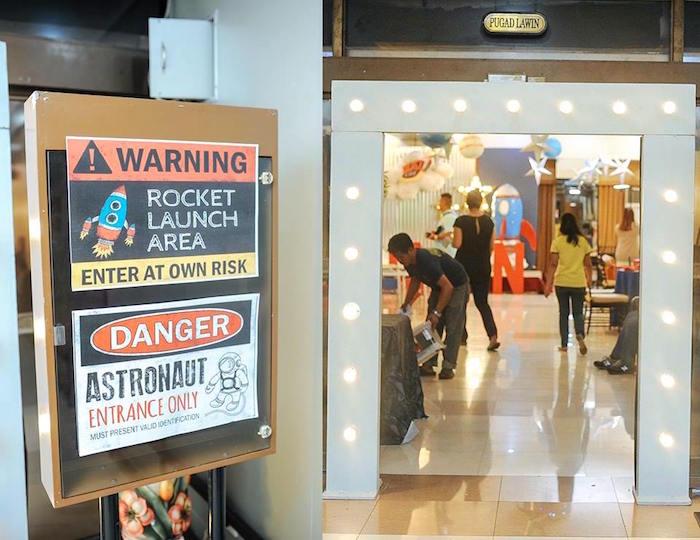 Entrance to an Astronaut + Rocket Ship Birthday Party via Kara's Party Ideas KarasPartyIdeas.com (13)