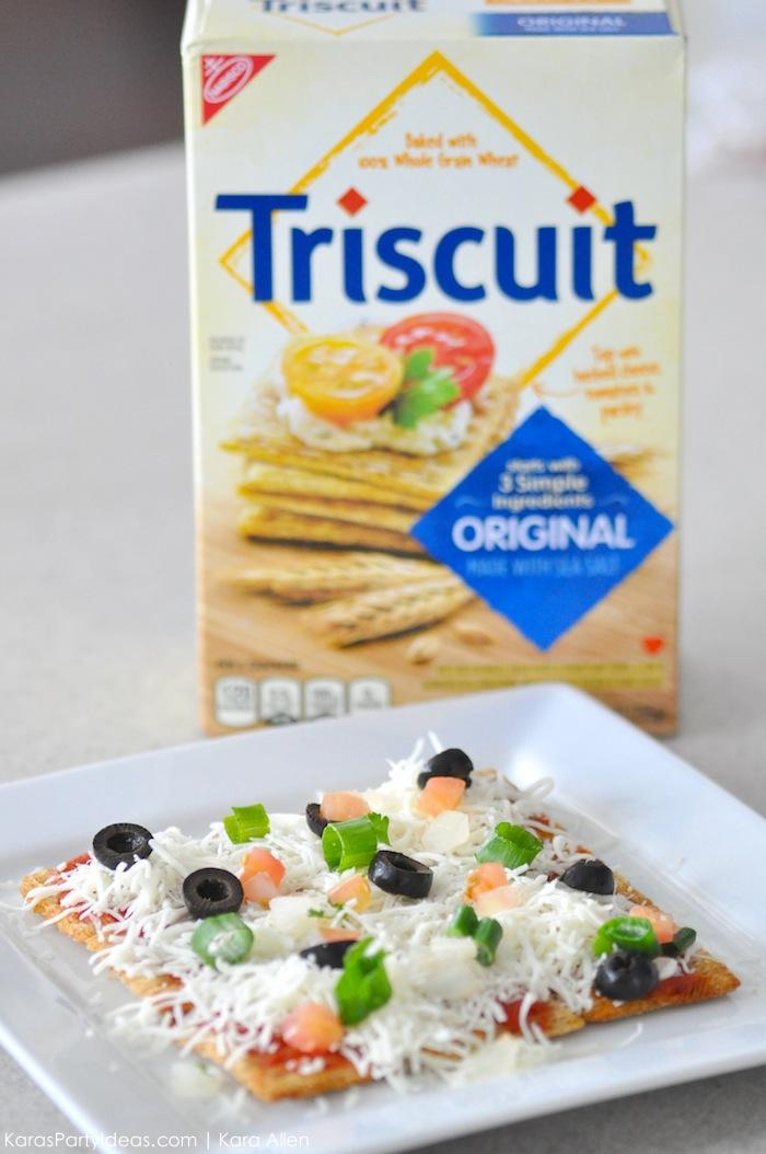 Pull apart Triscuit pizza recipe for the big football game via Kara's Party Ideas | Kara Allen #homebowlherocontest #homebowlhero