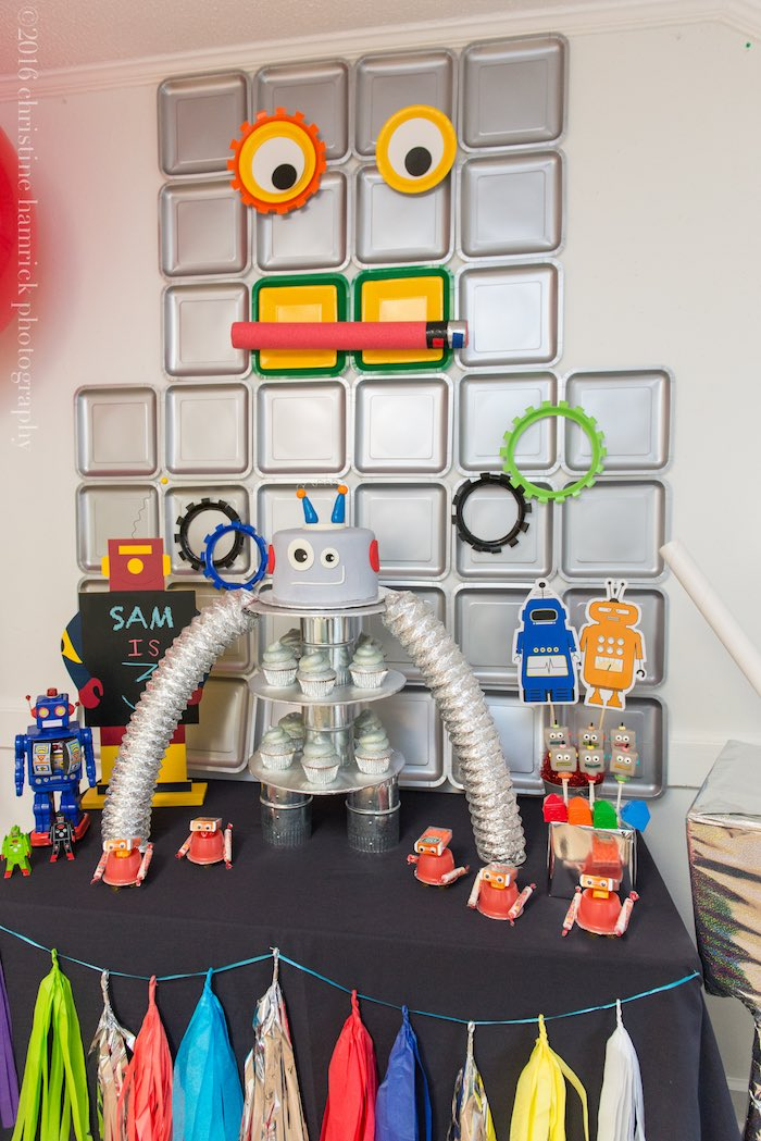 Head Table from a Robot Birthday Party via Kara's Party Ideas | KarasPartyIdeas.com | The Place for All Things Party! (20)