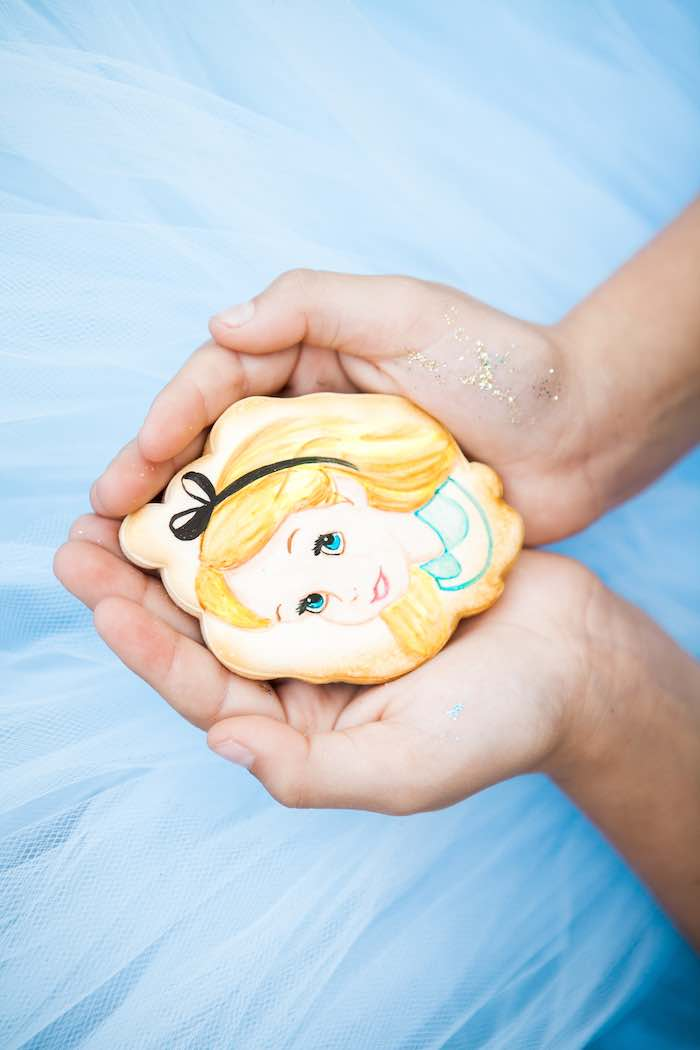 Alice in Wonderland Cookie from a Shabby Chic Alice In Wonderland Birthday Party via Kara's Party Ideas KarasPartyIdeas.com (4)