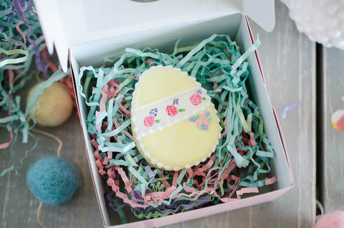 Favor Box from an Easter Tea Party via Kara's Party Ideas   The Place for All Things Party! KarasPartyIdeas.com (12)