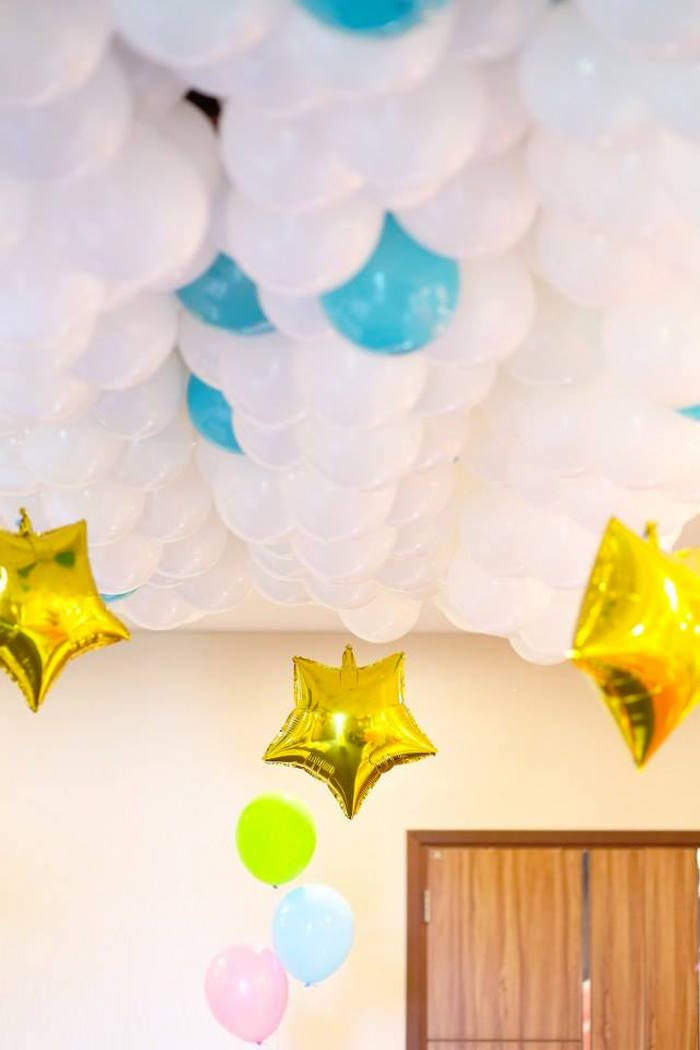 Balloon Canopy + Ceiling from a Mary Poppins Themed Birthday Party via Kara's Party Ideas KarasPartyIdeas.com (5)