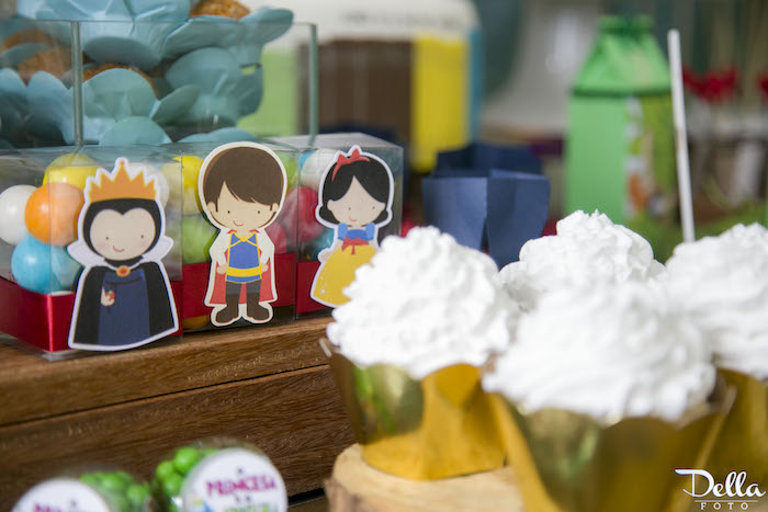 """Snow White Favors from a """"Once Upon a Time"""" Fairytale Birthday Party via Kara's Party Ideas! KarasPartyIdeas.com (37)"""