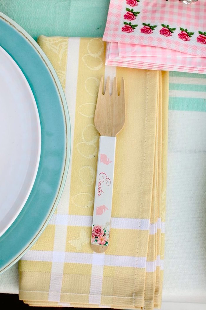 Place Setting from a Spring Easter Brunch Party via Kara's Party Ideas! KarasPartyIdeas.com (2)