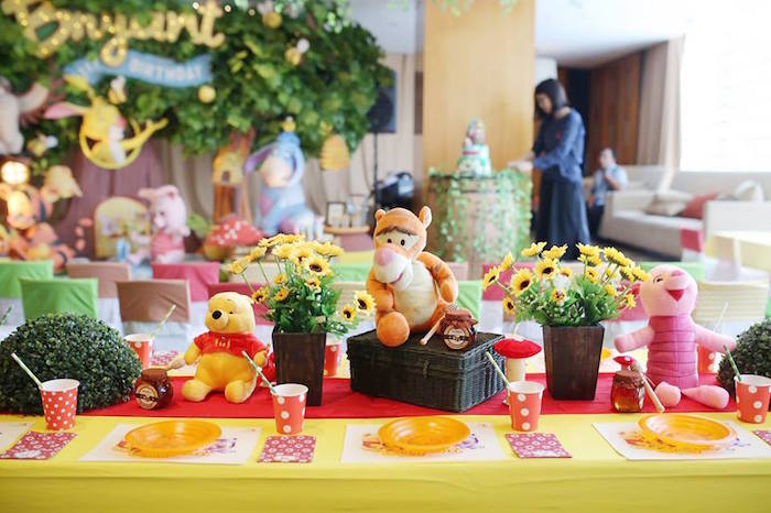 Guest Tablescape from a Winnie the Pooh Themed Birthday Party via Kara's Party Ideas! KarasPartyIdeas.com (9)