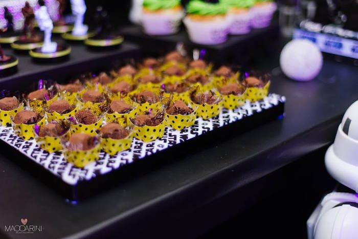 Sweets Favors From A Star Wars Glow In The Dark Birthday Party Via Karas
